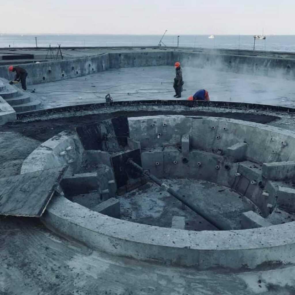 Бассейн на берегу моря, Одесса